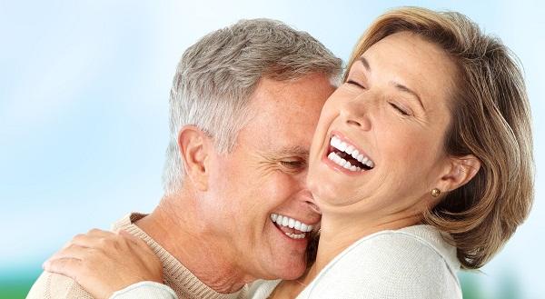 Implantes dentales en personas mayores