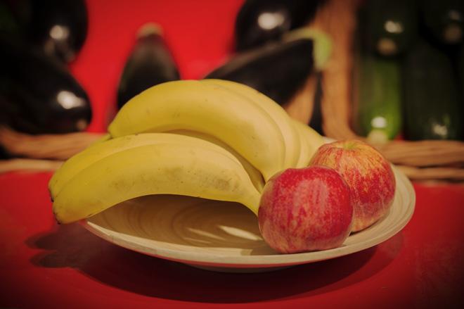 Manzanas y plátanos