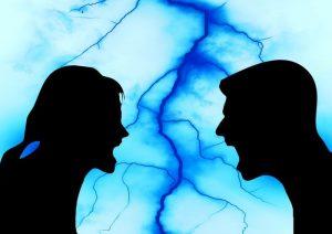 Características y consecuencias del estilo de comunicación agresivo
