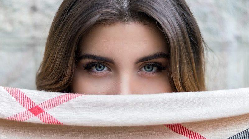 microinjerto de pelo en las cejas