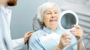 Implantes dentales en mayores de 65 años